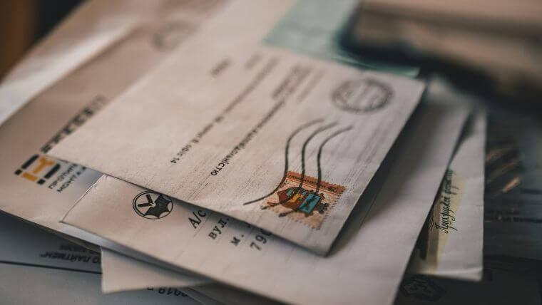 返信用封筒に貼付する切手の金額